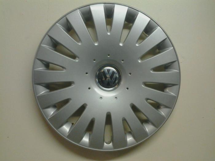 vw volkswagen passat    factory hubcaps wheel covers center caps